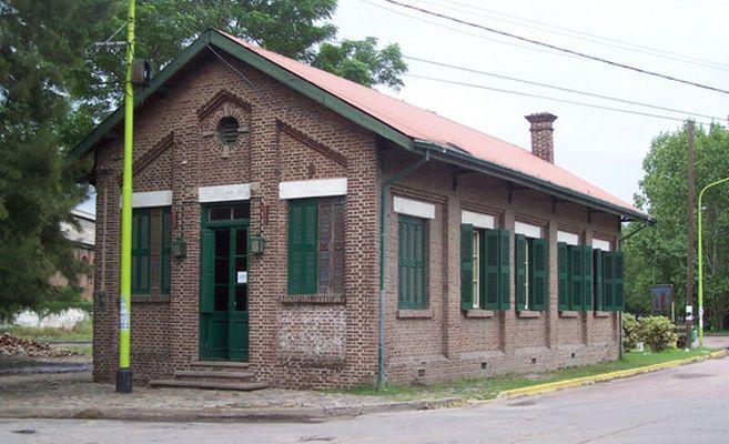 http://www.enlacecritico.com/wp-content/uploads/2015/05/El-Museo-Ferroviario-propone-al-visitante-revivir-la-rica-historia-del-ferrocarril_657x400.jpg