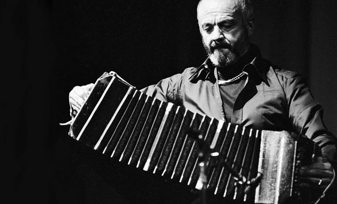 https://www.enlacecritico.com/wp-content/uploads/2015/06/Astor-Piazzolla.jpg