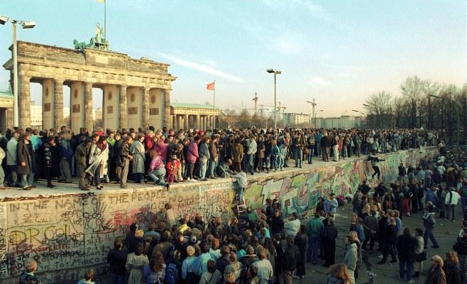 http://www.enlacecritico.com/wp-content/uploads/2019/11/47_cosas_que_no_sabias_del_muro_de_berlin_727_940x631_658x400.jpg