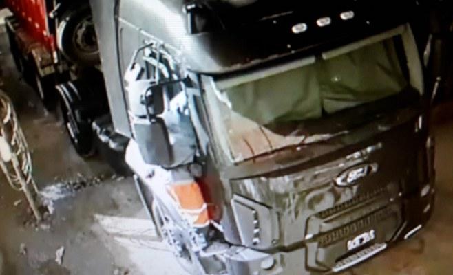 (VIDEO) Vandalismo y robo en una empresa de transportes de Campana
