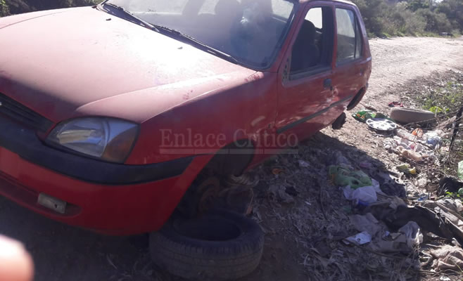 Tres aprehendidos por intentar desarmar un auto que había sido robado en Lomas de Zamora