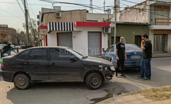 Choque de autos en el centro de Zárate