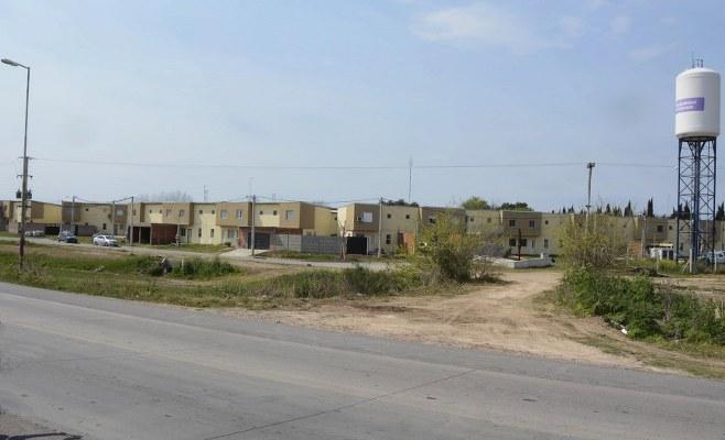 http://www.enlacecritico.com/wp-content/uploads/2020/09/Este-miercoles-se-retiro-el-talud-de-tierra-del-barrio-104-Viviendas_658x400.jpg